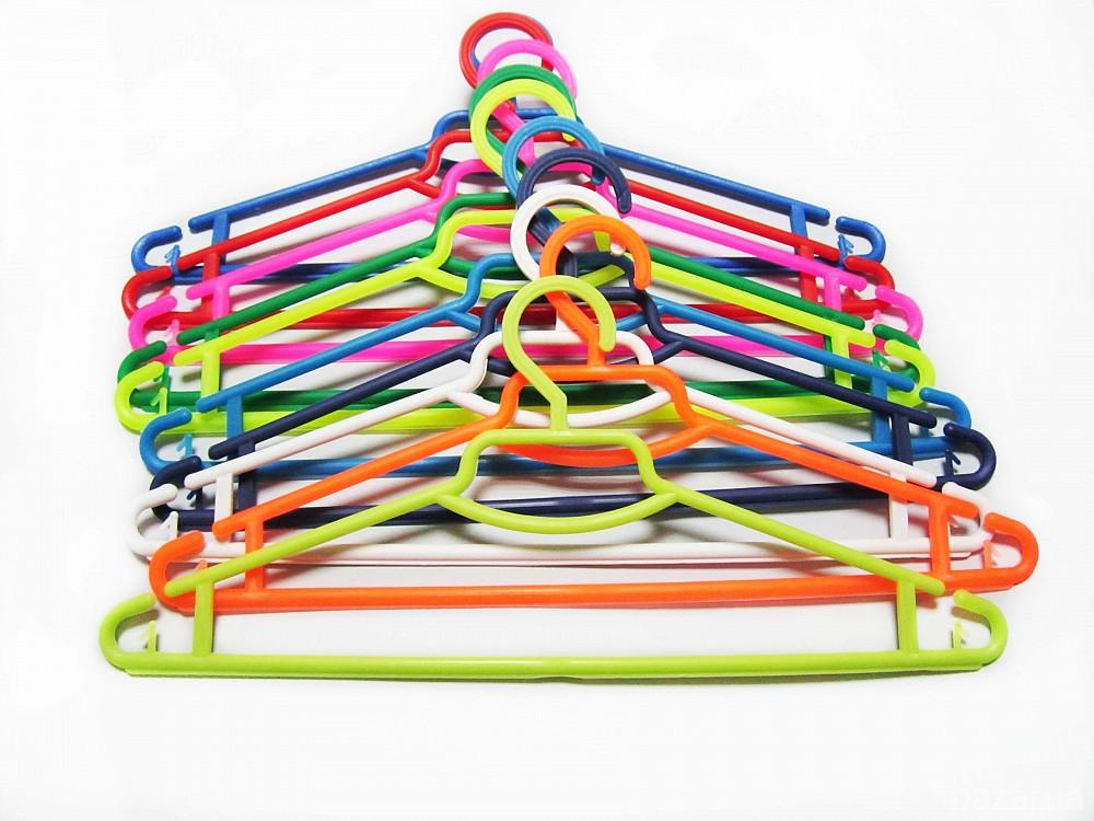 Вешалки плечики для одежды пластмассовые